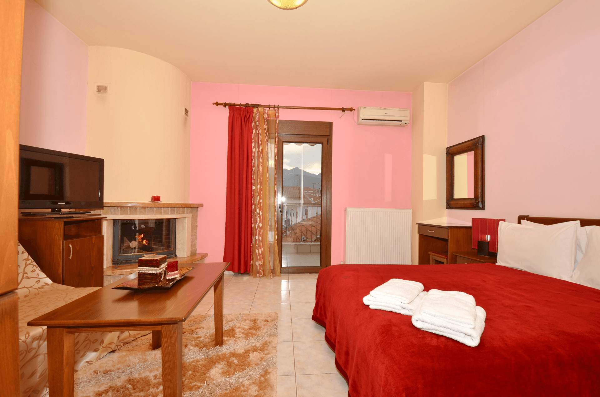 Room with fireplace in Loutraki Pella