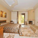 room with fireplace in Loutraki Pella